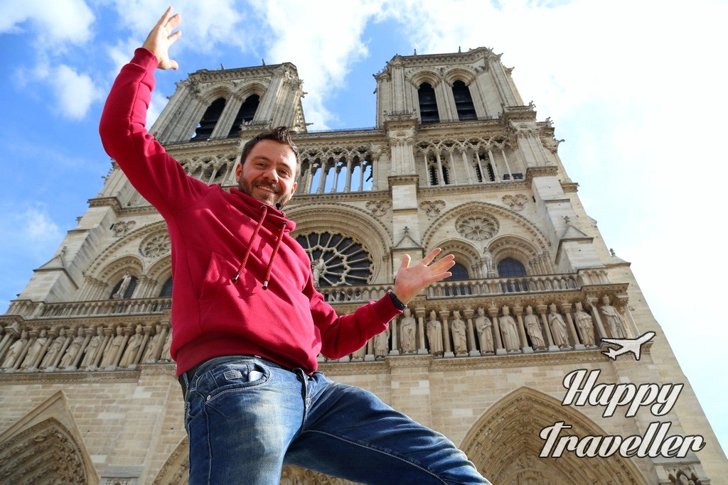 happy traveller - paris